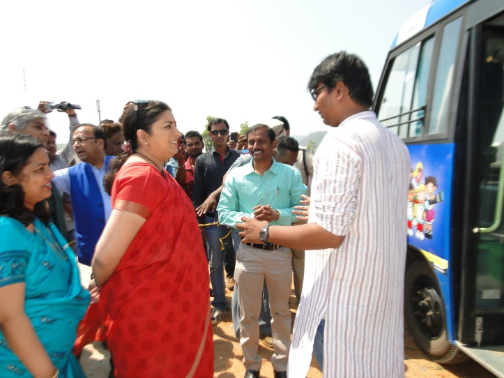 Smt. Smriti Irani ji, HRD minister, Govt. of India visit our mobile science lab